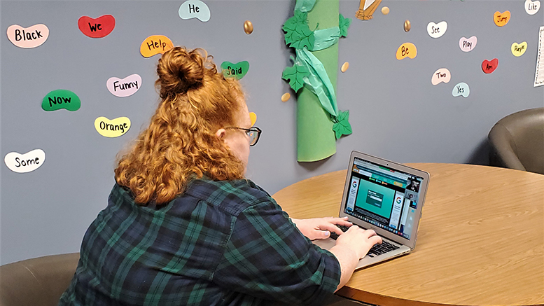 Ready Reader Early Literacy Assistant Sidney Barkdull logs in for a Zoom Session. Katie Lehman